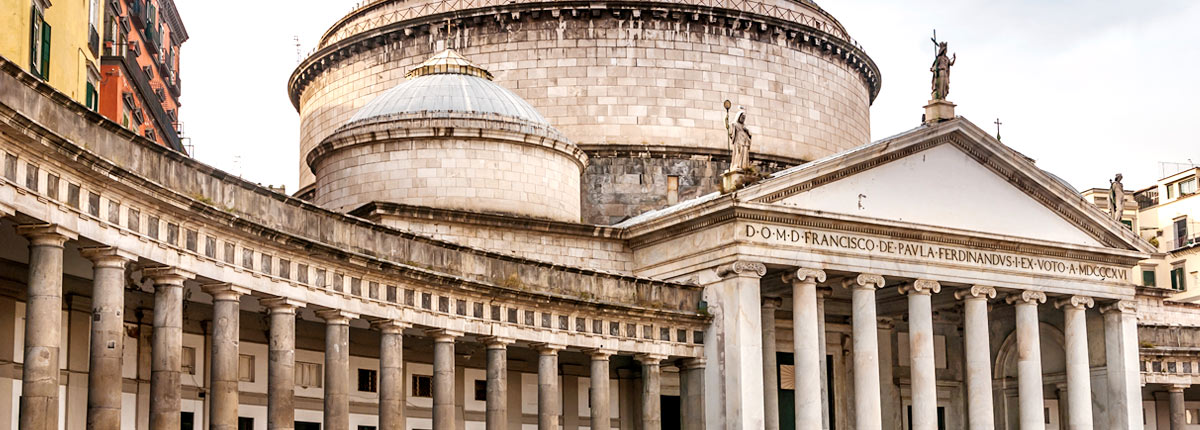 visit the hisotric piazza del plebiscito in naples