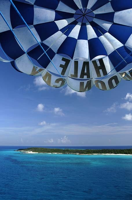 hot air balloon in half moon cay