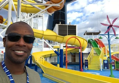 My Carnival Elation<sup>®</sup>Vacation in 10 Selfies