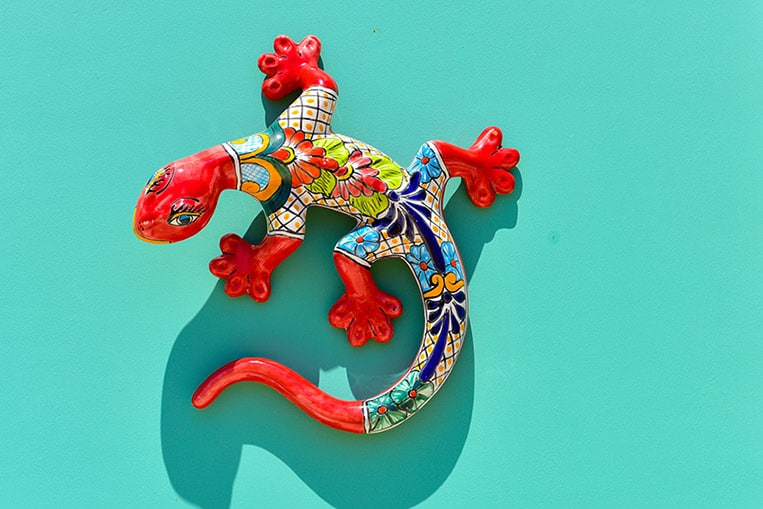colorful, handcrafted lizard made in aruba