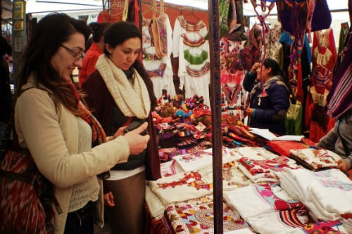 2 women shopping for hand-made souvenirs in progreso mexico