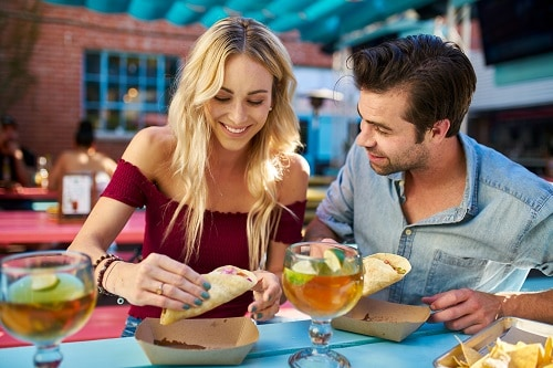 couple eating fish tacos at a jacksonville restaurant