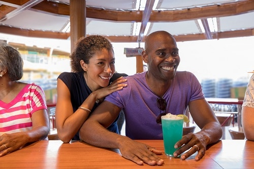 couple drinking cocktails at redfrog bar on carnival magic