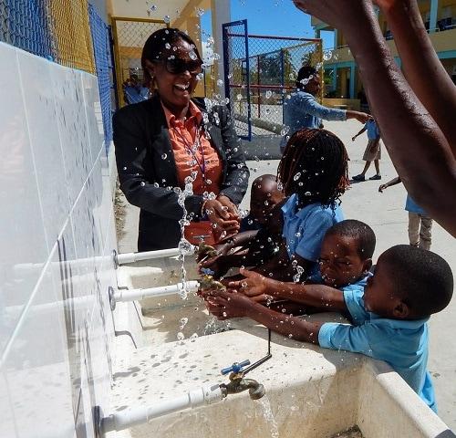 children splashing water around