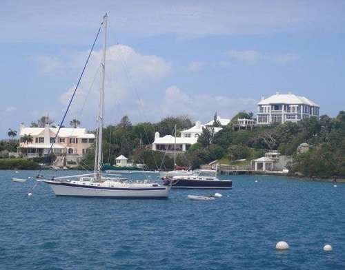 a group of homes and boats on the bermuda coast