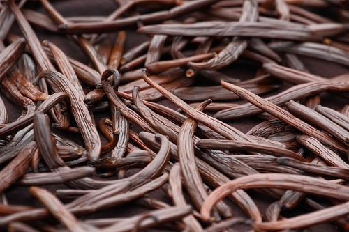 a pile of vanilla beans