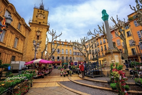 a street view of aix-en-provence