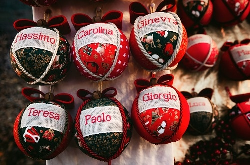 personalized christmas ornaments in a marketplace in italy
