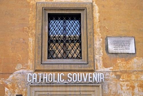 the outside of a souvenir shop in vatican city