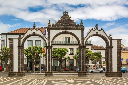 the Portas da Cidade or the three arched gate that welcomes you to ponta delgada