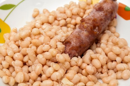 botifarra with white beans, a typical catalonian dish