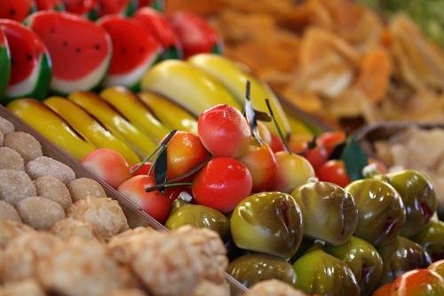 frutta martorana on display in a bakery