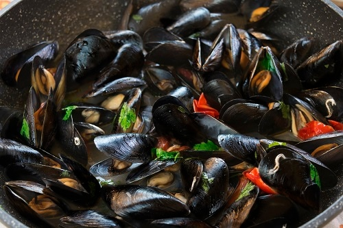 impepata di cozze, sauteed mussels with pepper