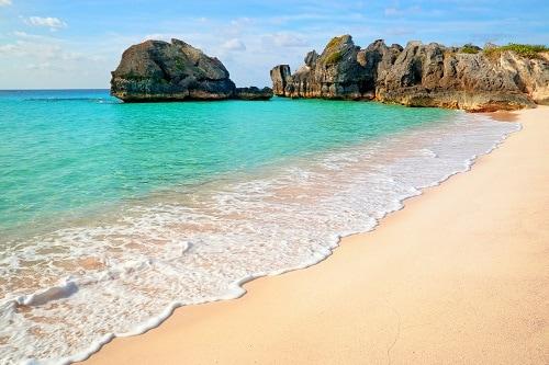 beautiful pink sand beach in bermuda