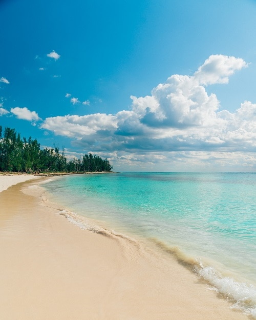 beach in freeport with crystal clear waters