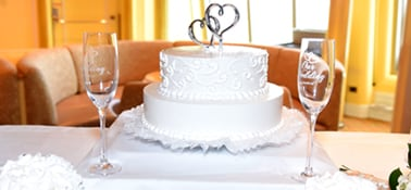 a two tier wedding cake