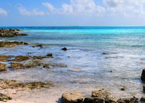 clear blue waters in grand turk