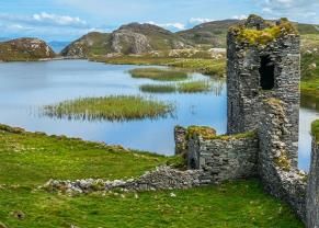 ruins of three castle head in cork, ireland