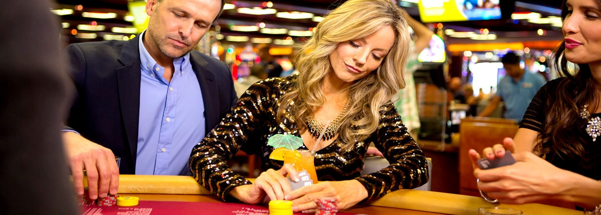 drinks and poker on carnival cruises